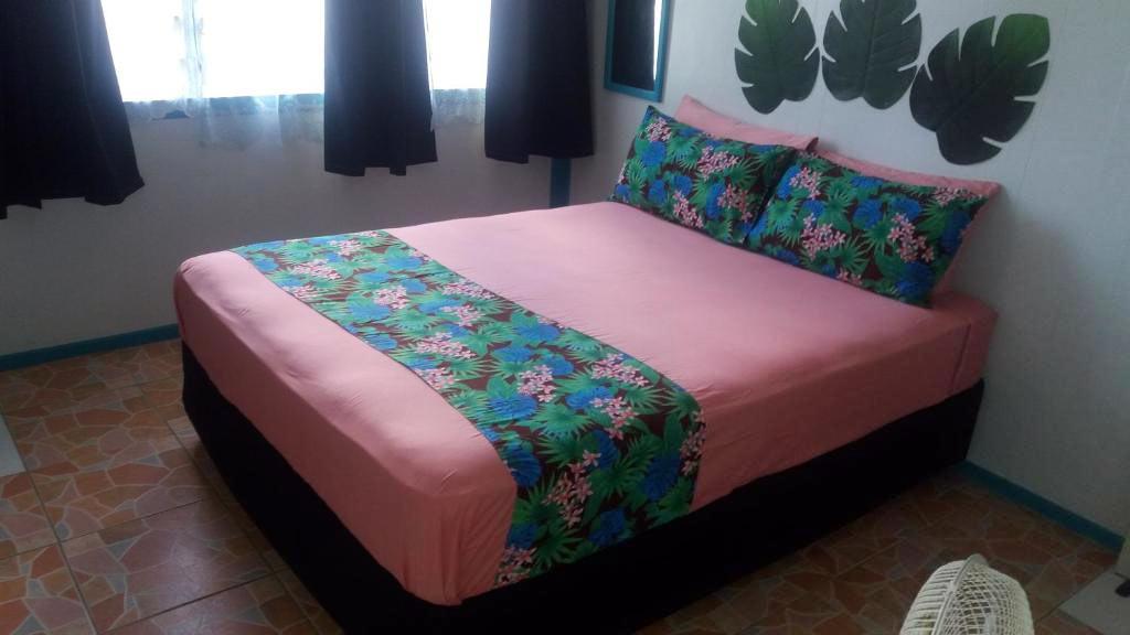 A standard single room at Aitutaki Budget Accommodation