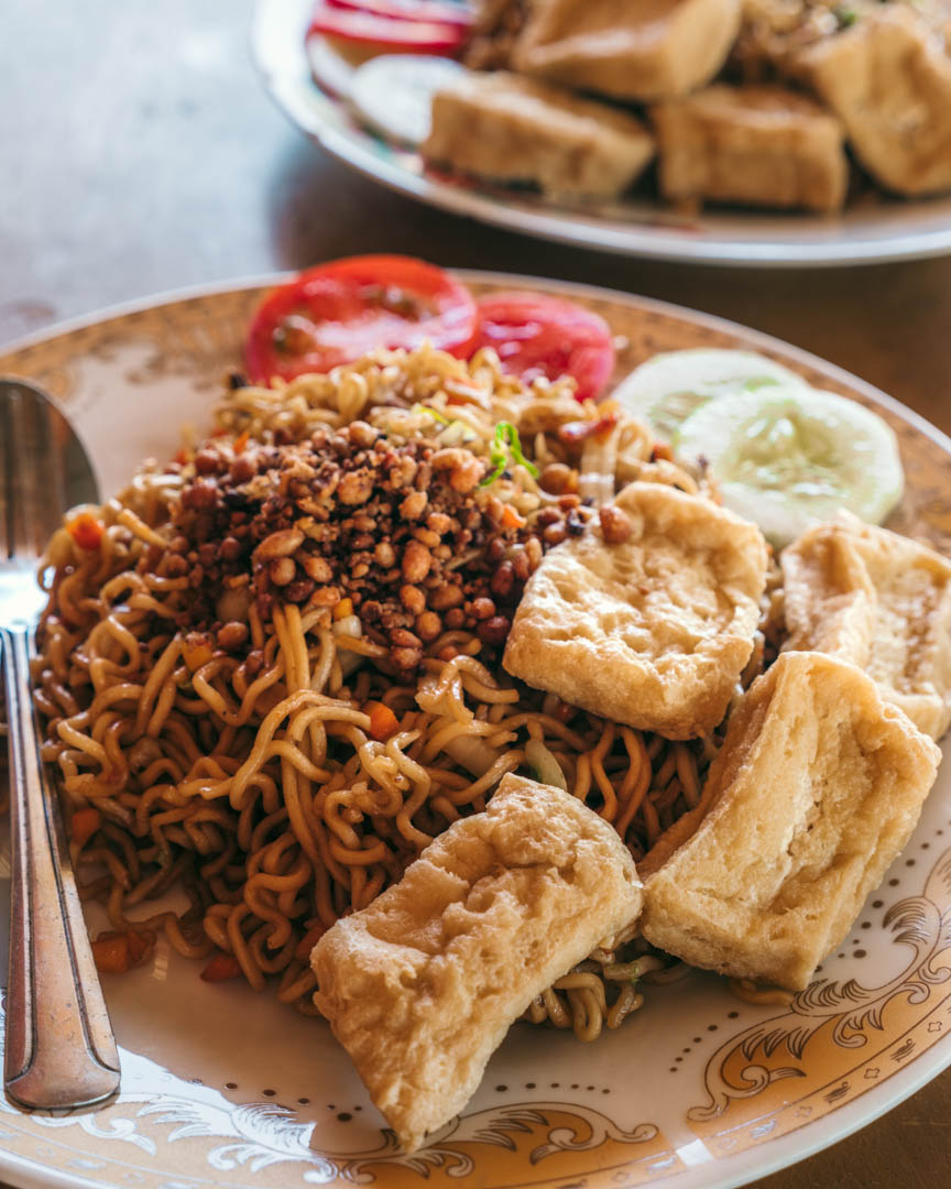 Mie goreng (fried noodles) with tofu