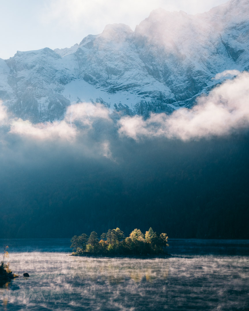 Eibsee in the early morning mist