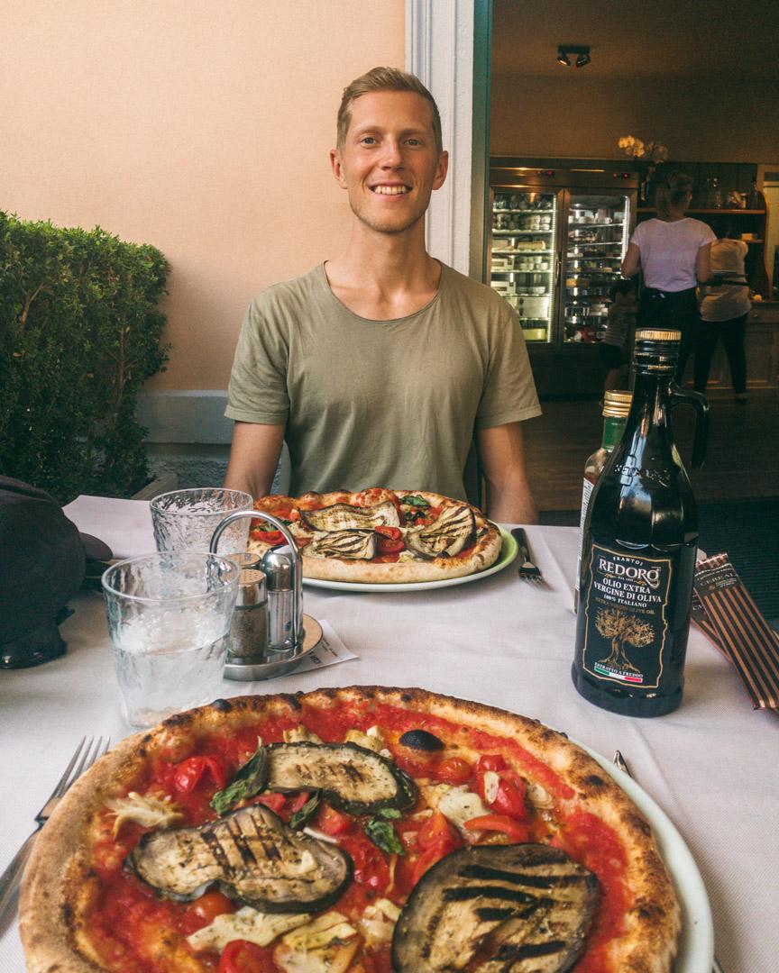 Vegan pizza in Italy
