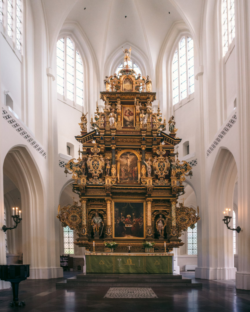 The huge altarpiece inside Sankt Petri Kyrka
