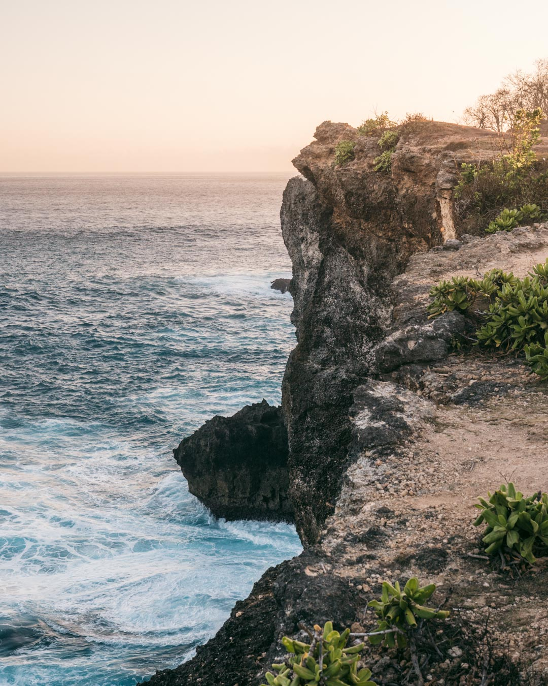 Ocean and cliffs at Angel's Billabong