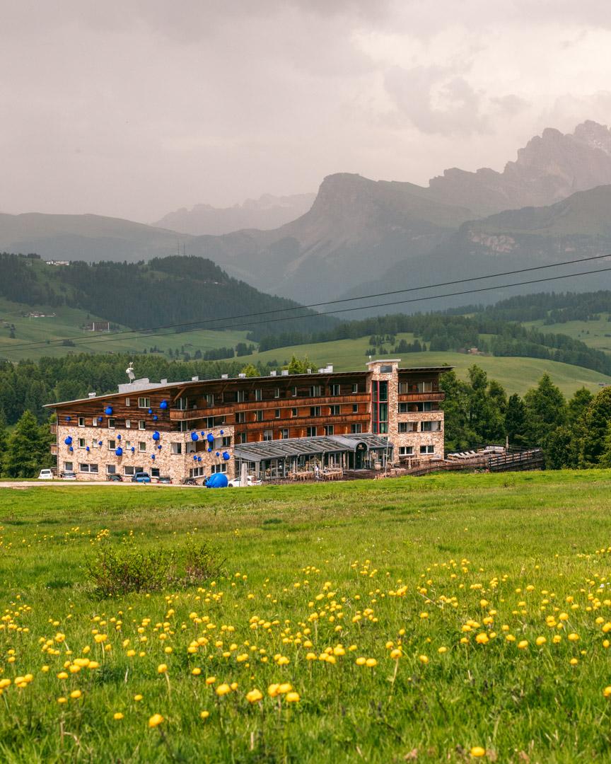 Paradiso hotel in landscape