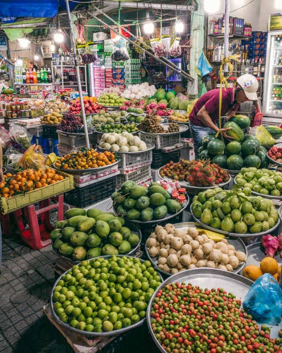 Shopping for fresh fruit in Duong Dong