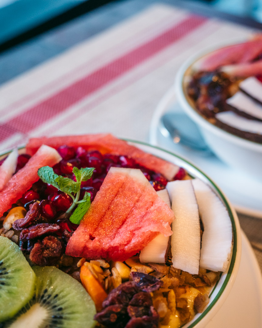 The legendary fruit-filled chocolate smoothie bowls of am/pm.