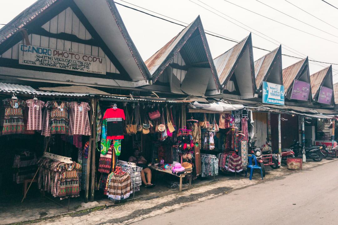 Shopping for Batak souvenirs
