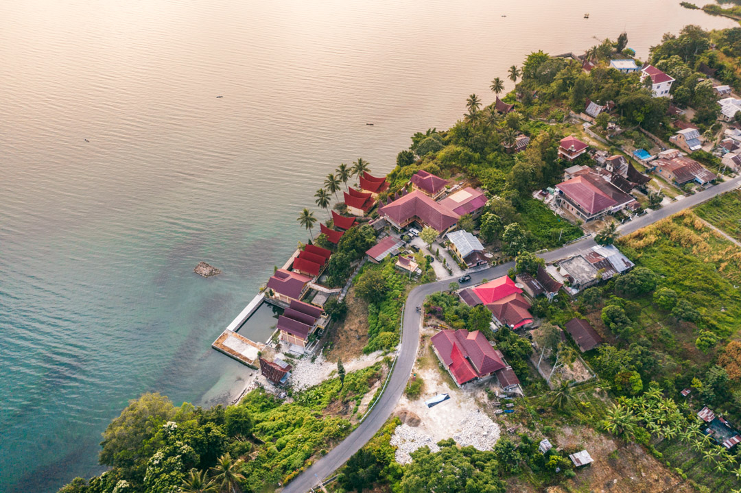 Mas Cottages by Lake Toba from above