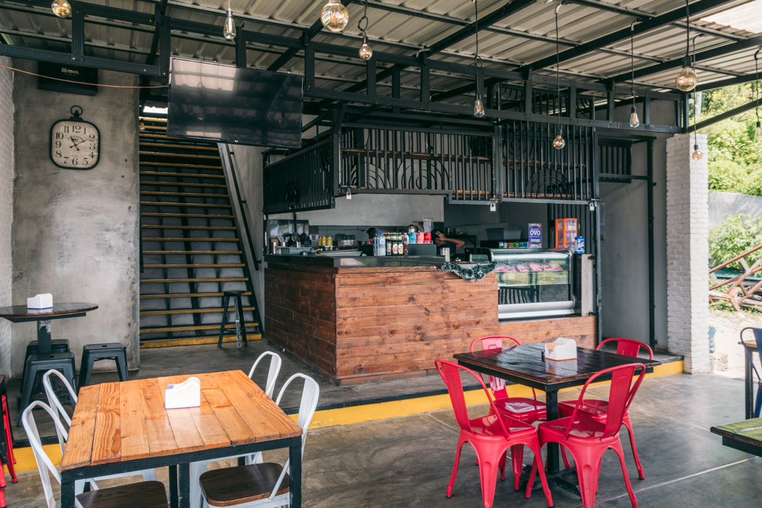 El Tona Coffeehouse