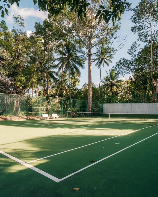 The tennis court at Lipa Lodge