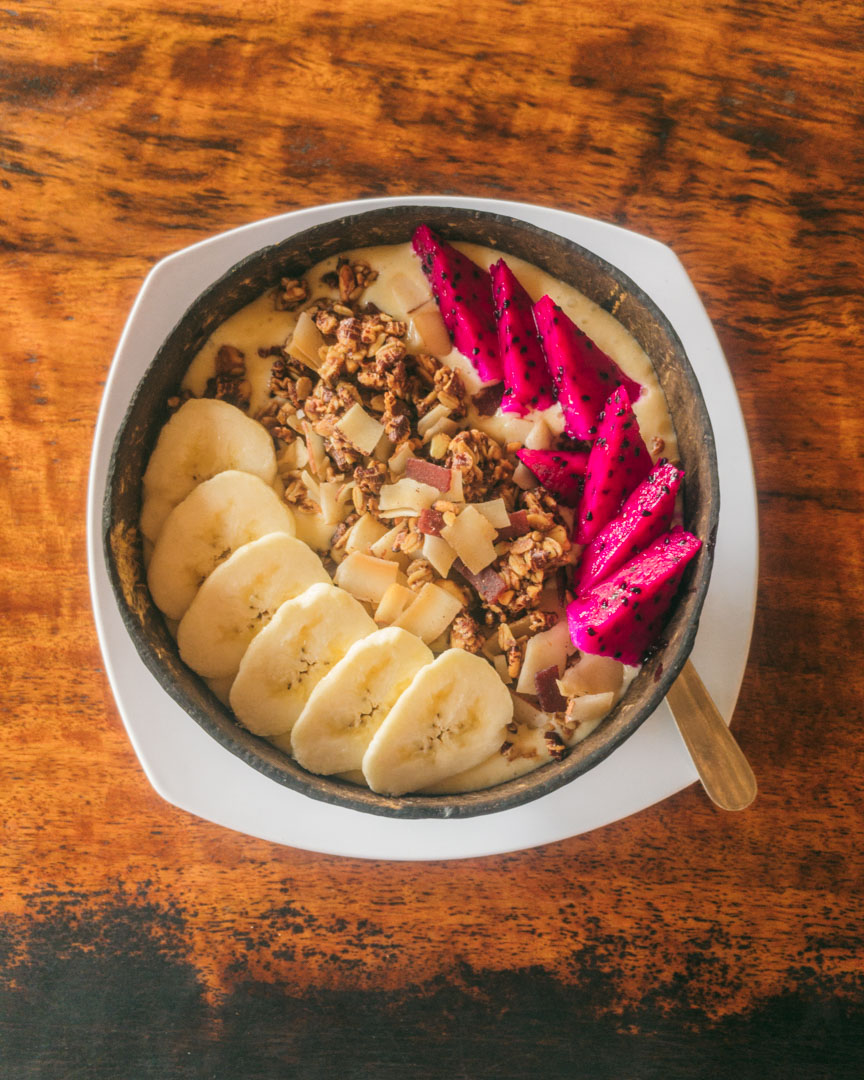 A yellow smoothie bowl from Warung Tu Pandeh