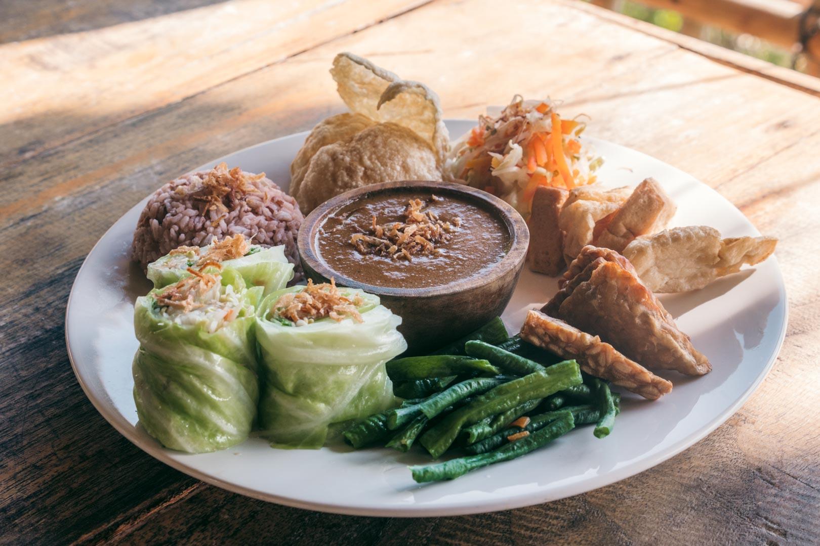 A Vegan Eating Guide to Nusa Penida: The Best Restaurants & Cafés