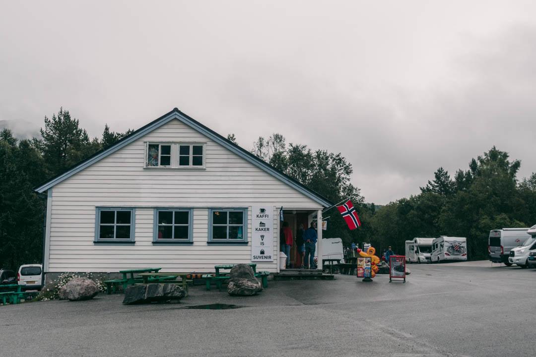 Vøringsfoss Kafeteria & Souvenir (Vøringsfossen Cafeteria) at Fossatromma