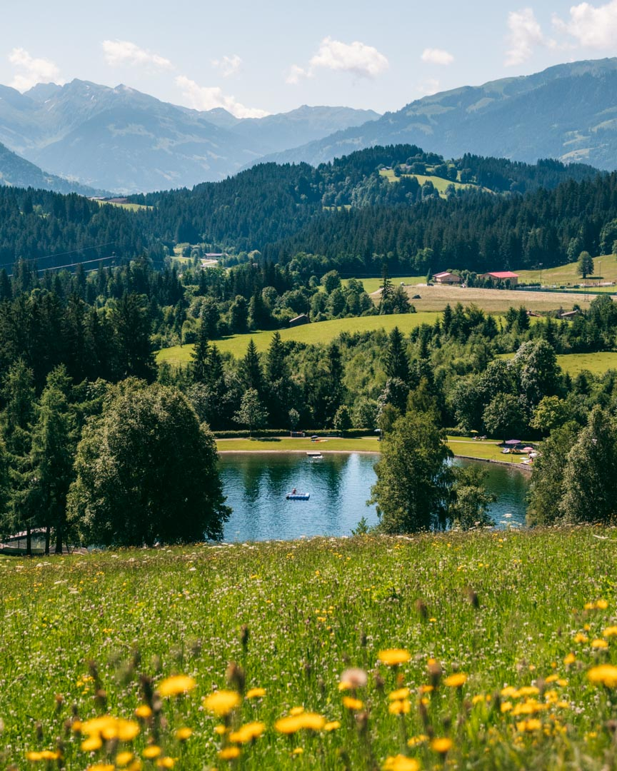 Badesee Going and the surrounding landscape